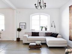 Minimalistisch eingerichtetetes Wohnzimmer - leuchtend-grau.de