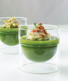 Crab shiso soup Party Finger Foods, Finger Food Appetizers, Yummy Appetizers, Knafe Recipe, Cute Food, Yummy Food, Tapas, Chilled Soup, Beautiful Soup