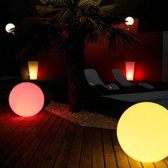 Boule lumineuse à sceller Glob #lumière #jardin #outdoor #lights #garden #luminaire #détente #design #laboutiquedesjoyaux #desjoyaux #desjoyauxpools #piscine #piscines #pool