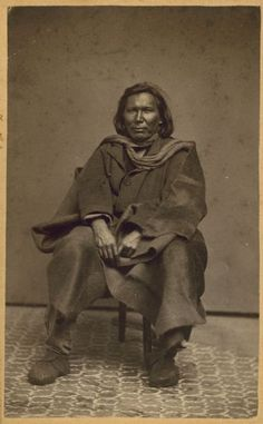Seated portrait of an unidentified Native American man. Native American Men, American Indians, African Men, Historical Society, Native Americans, Crow, Navajo, Wisconsin, Nativity