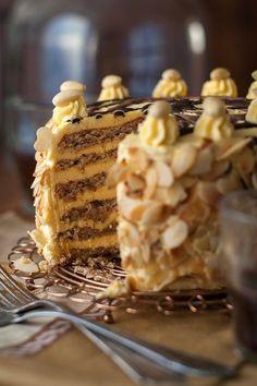 Megszereztem az Eszterházy-torta receptjét, nem is akárhonnan, hanem az ausztriai kastélyból, ami alapjaiban tér el az általunk ismert klasszikustól.