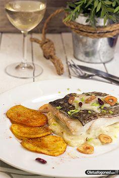 Bacalao al pil pil Wine Recipes, Mexican Food Recipes, Hotel Menu, Cod Fish, Halibut, Spanish Food, Fish And Seafood, Food Plating, Love Food