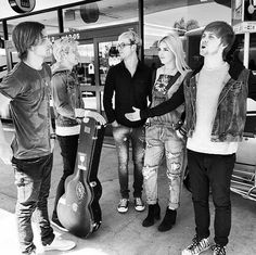 "Video: R5 Performing ""(I Can't Forget) About You"" In Dublin"