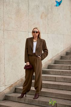The Best Street Style Looks From Paris Fashion Week Spring 2020  <br> Plus, browse all of our images from the week in one place. Printemps Street Style, Spring Street Style, Moda Paris, Looks Street Style, Urban Street Style, Paris Fashion Week, Paris Girl, All Black Looks, Cropped Blazer