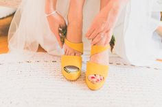 Bridal shoes. Wedding in Portugal. Photographer: Adriana Morais