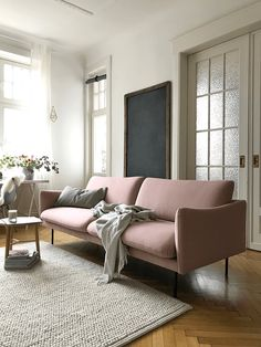 Ein Sonntag zuhause, so wie ich ihn mag. – Arbeitszimmer/Wohnzimmer mit rosa Couch/Sofa von Andas Mavis, zu kaufen bei OTTO - Und zu einem perfekten Sonntag gehören Waffeln, Lieblingsrezept findet ihr unter dem Link