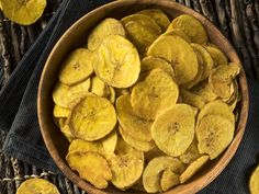 Plantains are popular in Latin, African, and Caribbean cuisine and adding them to your diet can put you on the road to better health. Banana Verde Frita, Banana Frita, Traditional Puerto Rican Food, Valeur Nutritive, Puerto Rican Recipes, Banana Chips, Snack Recipes, Snacks, Diet