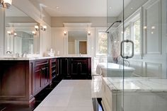 Bright and airy master ensuite | 490 Jeanette Drive, Oakville