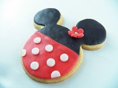 Minnie_Mouse_Fondant_Covered_Cookies_Mari's Cakes
