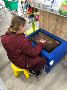 Les enfants adorent la table kid's ! Table Tactile, Android, Toddler Bed, Kids, Furniture, Home Decor, Child Bed, Young Children, Boys