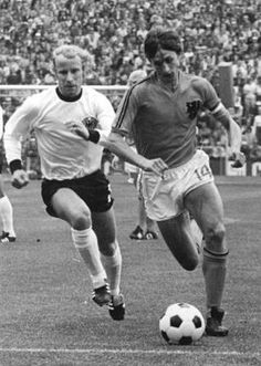 Johan Cruijff of Holland moves past Berti Vogts of West Germany in the World Cup final in 1974 Fifa, Famous Sports, International Football, World Cup Final, English News, Vintage Football, Best Player, Big Men, Fc Barcelona