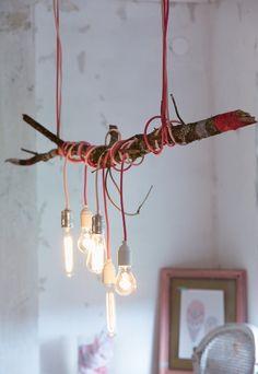 Artisserie: diy: make a lamp with a branch * diy: esstischlampe aus einem ast und farbigen kabeln