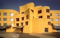 Aldo Rossi was een zeer bekende architect uit Italië. Van 1949 tot 1959 studeerde hij architectuur aan de polytechnische Hogeschool in Milaan. Van 1955 tot 1964 schreef hij voor het architectuurtijdschrift Casabella Continuità. Samen met Luca Meda deed hij in 1964 de planning voor de 53e Triennale in Milaan. In 1965 werd hij docent aan de polytechnische Hogeschool van Milaan. Tijdens zijn carrière heeft hij ook enkele gebouwen gemaakt voor opdrachtgevers