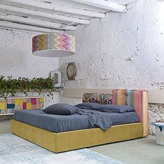 Parmi les nouveaux produits des collections de Gobbo Salotti, le lit de Lerry étend, avec sa nouvelle robe dans le tissu de Missoni !Disponible dans différentes tailles de simple au double lit, il peut également être équipé de la boîte de stockage.