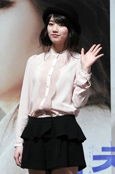 Bae Suzy 4 Korean Actresses, Korean Actors, Beautiful Asian Girls, Most Beautiful Women, Miss A Suzy, Vintage Street Fashion, Celebrity Style Inspiration, Bae Suzy, Asia Girl