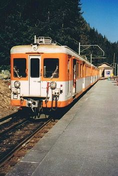 A local train with Z 600 in Le Châtelard Fontiere wait for the departure to Chamionix.  Summer 1985 (analog Photo)