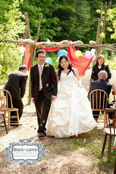 Ottawa wedding photographers.  Mariposa farm wedding.  Rustic wedding ceremony.  Photography by Black Lamb Photography.