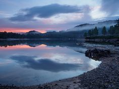 https://flic.kr/p/RRQpRF   Loch Beinn a' Mheadhoin Sunrise Trip   I decided to head of early to Glen Affric hoping for calm water and a colourful sky but only managed one of the two. There was a band of colour in the sky for a short while, but generally just grey. The water level in Loch Beinn a' Mheadhoin was low resulting in the old tree stumps being exposed and an ugly scar above the waterline.