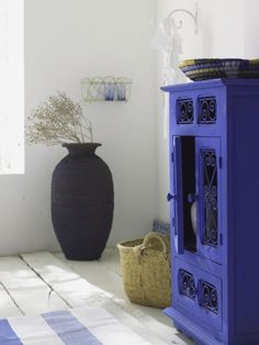 Flat black and deep periwinkle... Consider for any small space.. Iike laundry, bath, sunroom, office... Zen