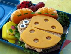 ADORABLE lunches for the little ones!  Some moms on` FB were making fun of these (saying they took too much time) but I think they look fairly simple and would make an extra fun lunch for my little cutie!