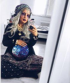"""Gefällt 20.1 Tsd. Mal, 1,620 Kommentare - die.kim 🌸 (@die.kim) auf Instagram: """"Die 5. Jahreszeit hat begoonnnnneeeennn 🎊 Et jeht schon wieder looos 🎉 #fortuneteller…"""" Costumes Couples Disney, Pregnancy Costumes, Costumes For Women, Costume Women Diy, Couples Halloween, Pregnant Halloween Costumes, Halloween Outfits, Halloween Makeup, Halloween Costume Women"""