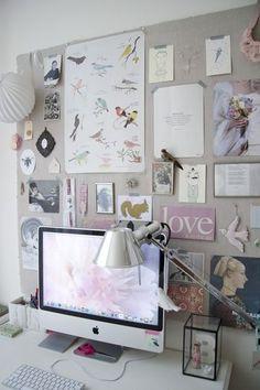 壁に大きな生地や紙を貼って、そこに直接テープでイメージを貼っています。コルクボードが無くてもこれで十分。