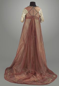 1795-1820 gown, I just adore this overgown! (Via Lorna McKenzie - but no further information given.)