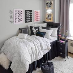 College Bedroom Decor, College Room, Room Ideas Bedroom, Bedroom Sets, Cozy Bedroom, College Dorm Bedding, Dorm Bed Skirts, Cushion Headboard, Faux Headboard