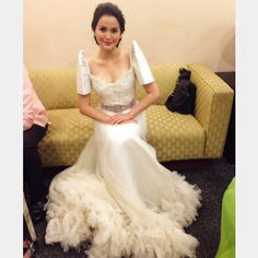 Always want a Filipiniana gown. Something simpler than the skirt herr Modern Filipiniana Gown, Filipiniana Wedding, Traditional Fashion, Traditional Dresses, Beautiful Gowns, Beautiful Outfits, Designer Wedding Dresses, Wedding Gowns, Philippines Dress