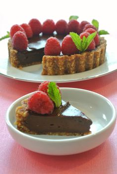 Berkshire Vegan: almost raw chocolate mousse tart, using avocado