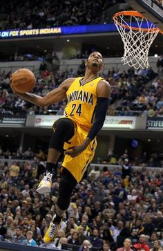 Paul George killing it with one of the best dunks of the year. Indiana Basketball, Basketball Pictures, Basketball Legends, Sports Basketball, College Basketball, Basketball Players, Best Dunks, Nba Stars, Nba News