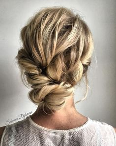 Previous Next Looking for gorgeous wedding hairstyle? Whether a classic chignon, textured updo or a chic wedding updo with a beautiful details. These wedding...