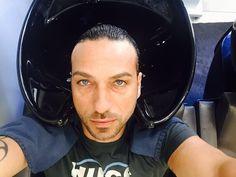 #CostantinoVitagliano Costantino Vitagliano: Balsamo  voi che fate? #ciemmeparrucchieri #ciemme #capelli #shampoo #balsamo #relax #friday #selfie #milan #costantino #siviveunavoltasola
