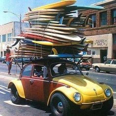 want to surf? go to fui surfar guesthouse! Vintage Surfing, Surf Vintage, Retro Surf, Vintage California, California Beach, Surf Mar, Char A Voile, Wind Surf, Combi Wv