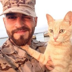 Would you like to take a romantic stroll along the beach with these two? | 36 Seriously Hot Men With Cute Cats That Will Melt You Completely