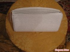Crochet gold: The evening bag crochet! Crochet Handbags, Crochet Purses, Crochet Bags, Evening Bags, Knitting, Hats, Pouches, Tote Bags, Projects