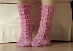 Nätit sukat perinteisellä hevosenkenkäkuviolla.
