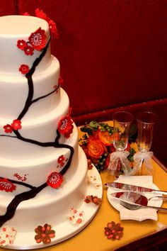 I always love Chinese blossoms! Chinese Party, Chinese Cake, Cherry Blossom Cake, Cherry Blossoms, Wedding Desserts, Wedding Cakes, Chinese Blossom, New Years Cookies, New Year's Cake