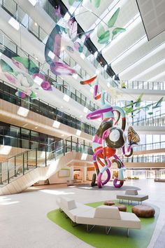 We just love the new Royal Children's Hospital in VIC (winner of the Australian Interior Design Awards).. Wouldn't this foyer inspire health & hope!