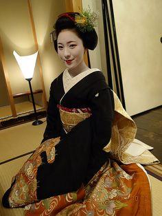 Maiko Makino with sakkou hairstyle