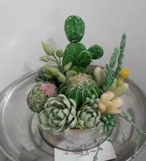 "Képtalálat a következőre: ""suculentas y cactus en porc. Clay Flowers, Sugar Flowers, Fondant Flowers, Clay Crafts, Diy And Crafts, Artificial Grass Rug, Biscuit, Italian Flowers, Cactus E Suculentas"