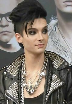 bill kaulitz- I just love the look on his face!