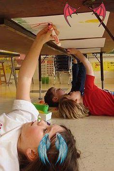 Montessori'ye uygun okul öncesi 25 aktivite Evde yapılabilecek 20 okul öncesi aktivite<br> Montessori okul öncesi eğitime çok şey kattı. Ezbere dayalı olmayan kaslarla beynin her hücresinin de çalıştığı sistemde çocuklar eğlenerek öğreniyor. Montessori okul öncesi aktivitelerinde çok fazla çeşit var bunların çoğu için para harcamaya gerek yok evdeki malzemelerle tya da çok ucuza satın alacağınız malzemelerle evde harika okul öncesi aktiviteleri yapabilirsiniz. Preschool Summer Camp, Summer Daycare, Summer Camp Crafts, Summer Camps For Kids, Camping Crafts, Summer Kids, Christmas Shopping List, Daycare Crafts, Kids Hands