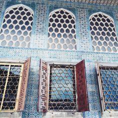 Turkish blue tiles, Istanbul Topkapi palace, ottoman interior design, tiles   Design Soda blog.