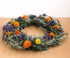 Forget about wreath forms and fancy supplies... This dollar store hack will enable you to make wreaths lightning fast, with just botanical clippings and natural…