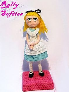 Step-by-step free pattern for Alice, from Alice in Wonderland Disney movie.
