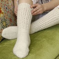 Villasukat - Käsityöohjeet | Lankava.fi Lace Socks, Crochet Socks, Knitting Socks, Knit Crochet, Yarn Colors, One Color, Colour, Leg Warmers, Mittens