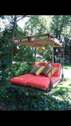 Outdoor Pallet Swing Bed tutorial DIY Outdoor Pallet Swing Bed-Upcycle Pallets into a fabulous Swing Bed.DIY Outdoor Pallet Swing Bed-Upcycle Pallets into a fabulous Swing Bed. Diy Pallet Furniture, Diy Pallet Projects, Furniture Projects, Pallet Ideas, Garden Furniture, Outdoor Furniture, Recycled Pallets, Wooden Pallets, Pallet Crates