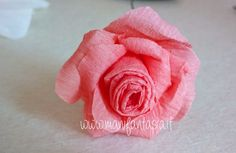 rose in carta crespa 6 modi per realizzarle facilmente - manifantasia Paper Flowers Wedding, Tissue Paper Flowers, Diy Flowers, Dyi, Floral Letters, Paper Folding, Icing, Decoupage, Birthday Parties