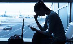 De acordo com os regulamentos europeus, «em caso de recusa de embarque, cancelamento ou de chegada ao destino final especificado no seu bilhete com mais de três horas de atraso, os passageiros podem receber uma indemnização, que varia entre 250 e 600 Euros consoante a distância do voo». Os aeroportos portugueses registaram desde o início […]